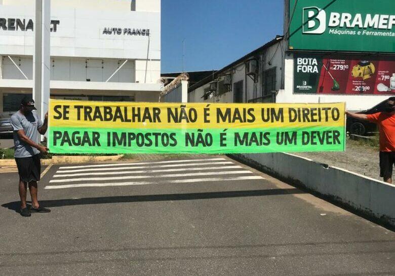 faixa-manifestantes_comercio-2020-03-24