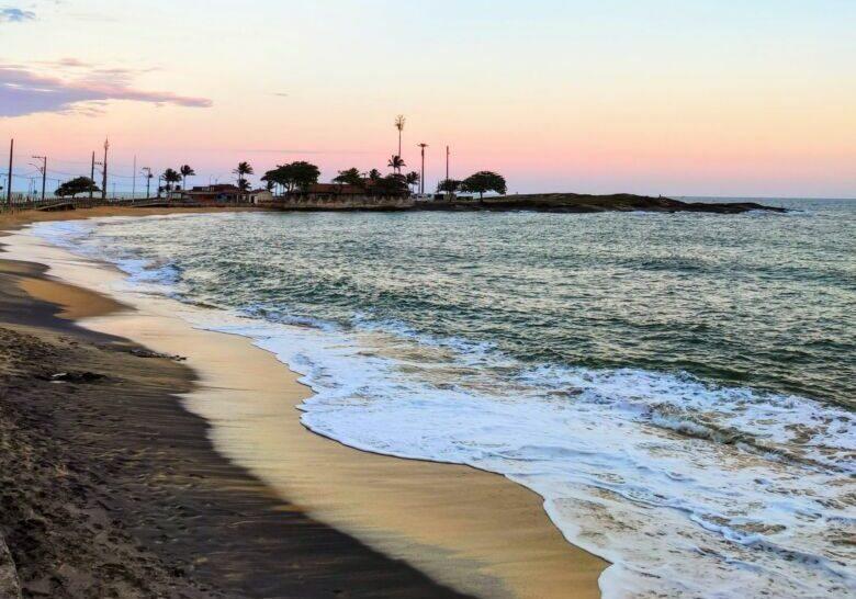 praia-areia-preta-areia-manazitica