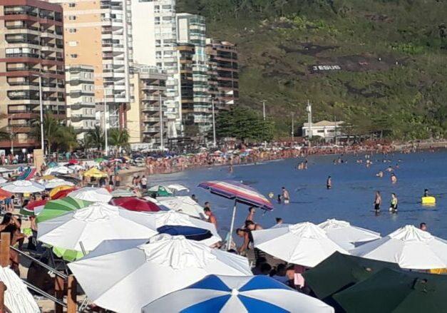 praia cheia feriado