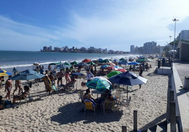 praia-do-morro-lotada-guarapari-2020-4